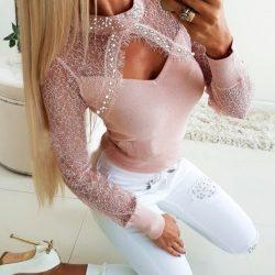 Русото и розовото си отиват! Вземи дамска блуза с перли